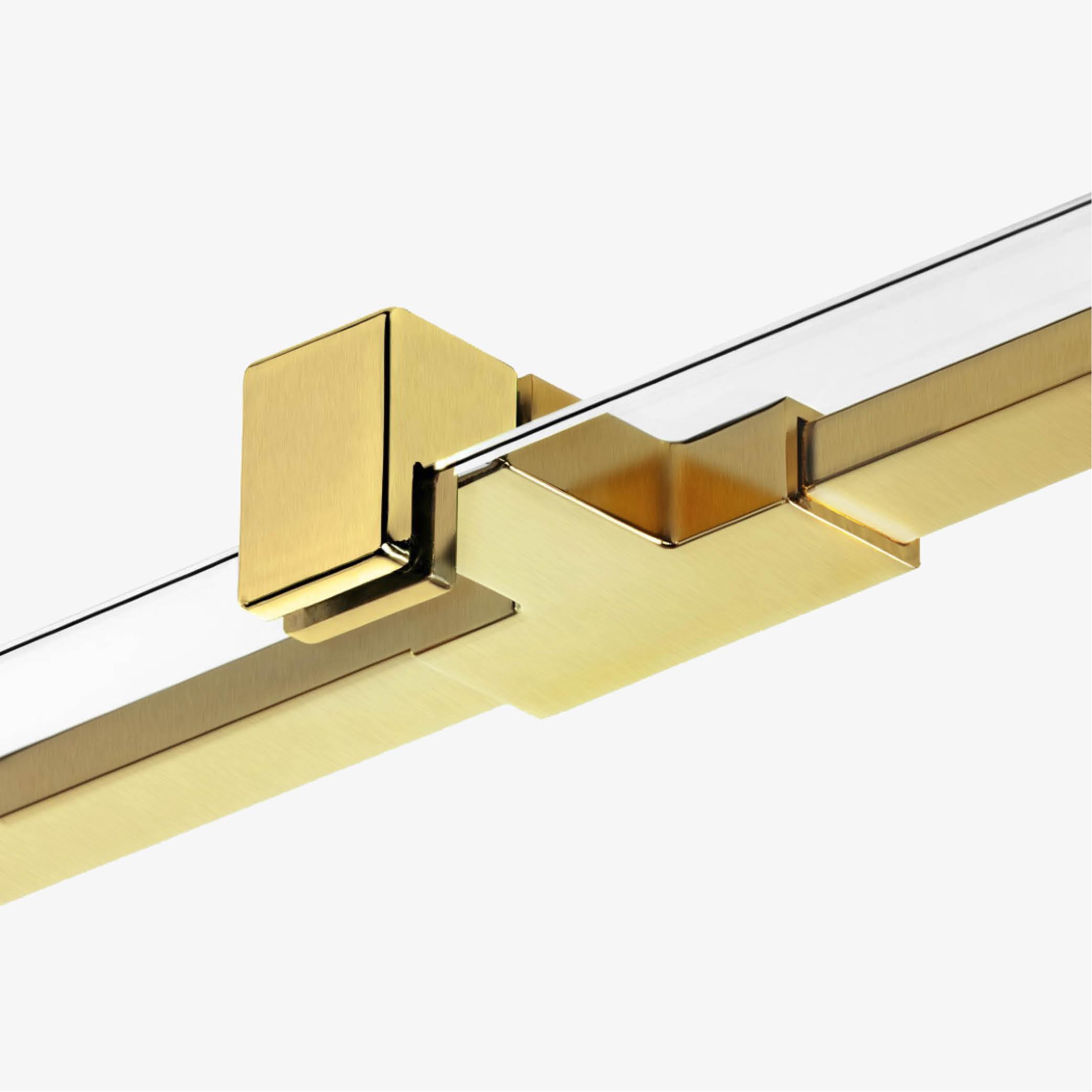 Elegancki złoty wspornik stabilizujący całą konstrukcję kabiny